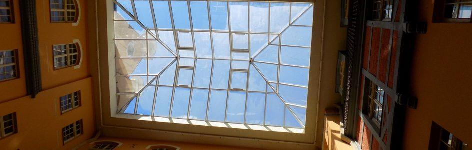 Dachówki przezroczyste, tzw. świetliki